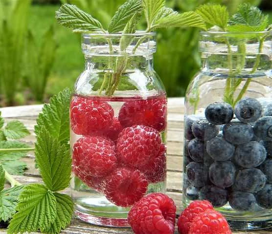 Beber agua es necesario para mantener nuestra salud oral.