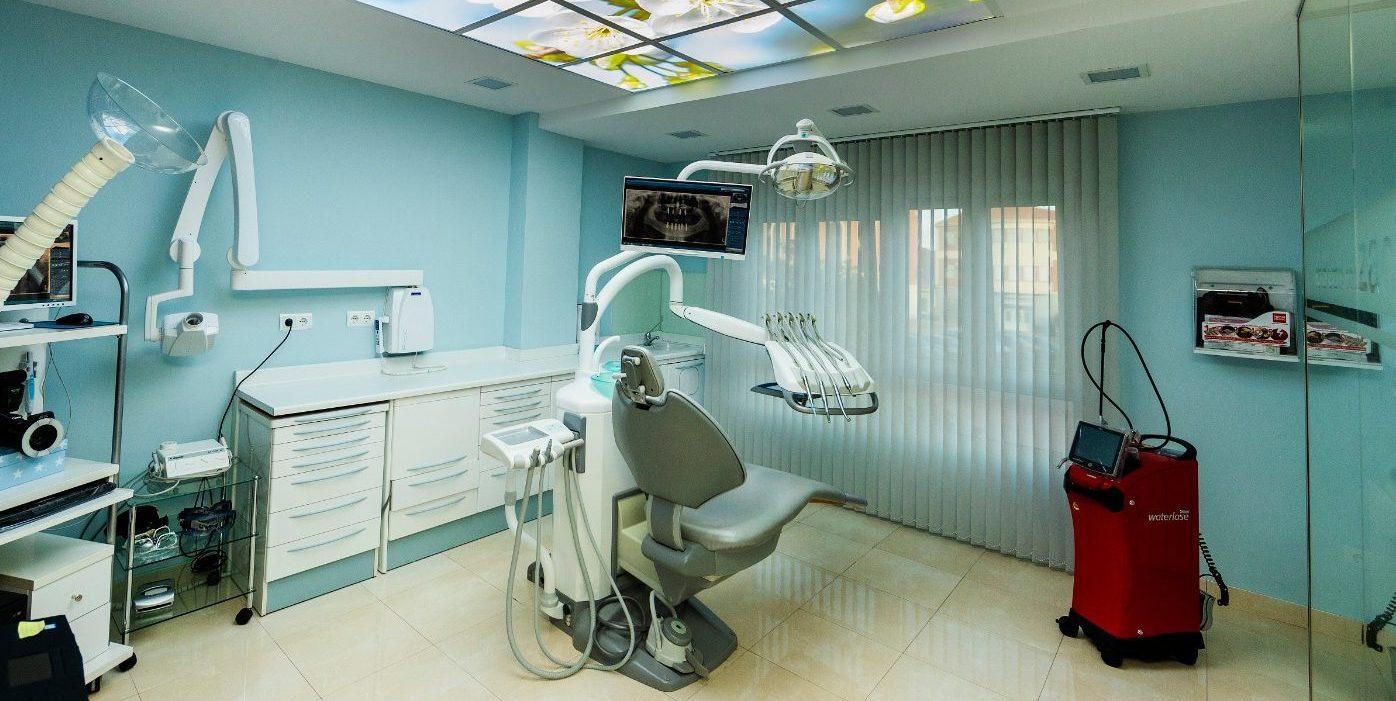 Odontic equipada con equipo desfibrilador.Odontic, clínica dental cardioprotegida.